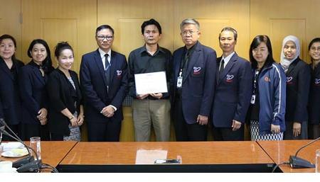 พิธีมอบรางวัลชนะเลิศการประกวดโลโก้ของเครือข่ายเจ้าหน้าที่ประกันคุณภาพอาเซียนรุ่นเยาว์